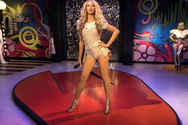 Strike a pose with Beyoncé!