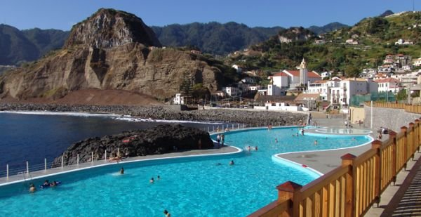 Porto da Cruz Bathing Complex