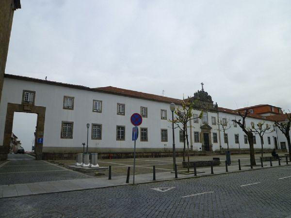 Largo de Santiago and Largo de São Paulo